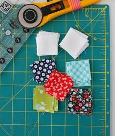 Tips for piecing small quilt blocks and mini quilts Quilting Tips, Quilting Tutorials, Quilting Projects, Quilting Designs, Small Quilt Projects, Art Quilting, Small Quilts, Mini Quilts, Scrappy Quilts