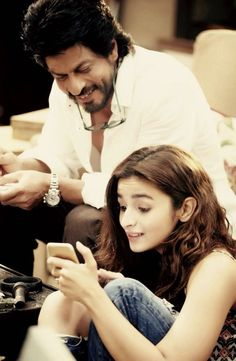 Before The Ring and Raees, Shah Rukh Khan is ready to romance with young Alia Bhatt first time ever in Dear Zindagi.