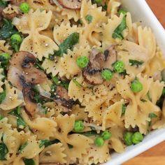 One Pot Vegetarian Creamy Mushroom Pasta Recipe!
