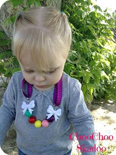 DIY Chunky Gumball Bow Necklace. Visit www.fizzypops.com for supplies and details.
