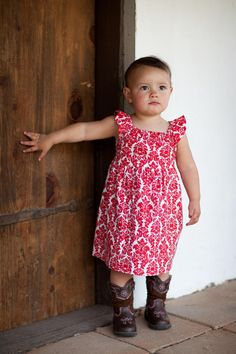 Beginner Sewing Patterns This sweet little dress is perfect for springtime! Pattern has no zippers, buttons or hand work. Pattern pieces are included for bodice and sleeves. Measurements given for simple rectangle skirt and ties.