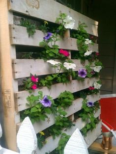 Great idea to make an easy vertical garden from an old pallet/skid. Would really suit cascading plants or herbs.