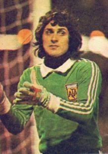 Ubaldo Matildo Fillol (el Pato) es un ex-futbolista argentino, nacido en San Miguel del Monte, provincia de Buenos Aires, Argentina, el 21 de julio de 1950. Durante su grandiosa carrera como guardameta se lo conoció con muchos apodos, además del ya conocido Pato. -Mon-5-oct-2015--18:48-24º--st:23º-ksemberg-arg-windne24kh