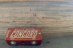 "The @emersoncustom Concord Utility Buffer Handbuilt in Broken Arrow, Oklahoma USA using premium audio grade components to provide ultimate clarity and signal response. This utility pedal ""buffers"" your signal to bring back the clarity and high end sparkle of your input signal that is lost when you use a lot of pedals and/or have lots of cable between your guitar or bass, and your amp. This pedal is a tool that once you have on your rig you'll never wanna be without it. We recommend placing…"