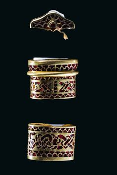 Buried in the English countryside. Anglo-Saxon in origin Handy Weapon The jeweled pommel cap and rings found in the hoard