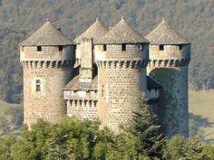 Tournemire (Haute Auvergne - France) est un village réputé : on y visite le château d'Anjony, construit au temps de Jeanne d'Arc.