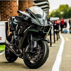 Monsters are real - Kawasaki Kawasaki H2r, Kawasaki Motorcycles, Cool Motorcycles, Kawasaki Ninja, Triumph Motorcycles, Moto Bike, Motorcycle Bike, Motorcycle Quotes, Super Bikes