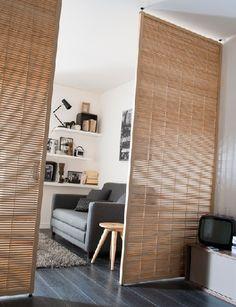 removable partition 8 kleines studio castorama - Home Page Studio Apartment Layout, Studio Apartment Decorating, Apartment Design, Apartment Living, Studio Apartment Divider, Apartment Interior, Apartment Ideas, Deco Studio, Studio Room