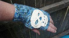 Skull Gloves. Free Pattern.