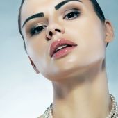 spectacular and beautiful arabic makeup and style 19