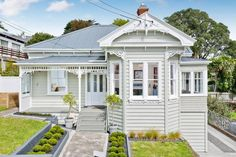 Villa - Auckland, New Zealand. I'd love to live in one of these. Exterior Color Schemes, Exterior Paint Colors For House, House Color Schemes, Paint Colors For Home, Exterior Design, Paint Colours, Colour Schemes, Style At Home, Auckland