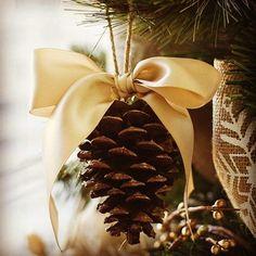 Christmas Tree Decoration Ideas 2018, Pine Cone Decorations, Homemade Christmas Decorations, Diy Christmas Ornaments, Rustic Christmas, Christmas Wreaths, Ornaments Ideas, Diy Christmas Decorations For Home, Elegant Christmas