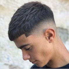 French Crob haircut types How to Choose The Right Hairstyle for Your Hair Type Barber Haircuts, Haircuts For Men, Boy Haircuts Long, Trendy Haircuts, Mid Fade Haircut, Mens Crop Haircut, Mens Medium Length Hairstyles, Short Hairstyles For Men, Teenage Boy Hairstyles