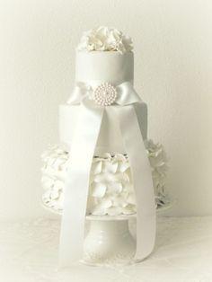 31 Exquisite All-White Wedding Cakes - Weddingomania All White Wedding, White Wedding Cakes, Perfect Wedding, Dream Wedding, Wedding Cakes With Cupcakes, Wedding Cake Toppers, Gorgeous Cakes, Pretty Cakes, Theme Bapteme