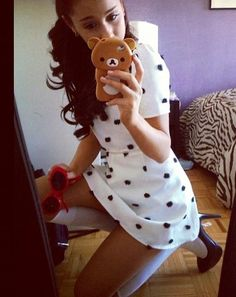 OMG! ARIANA HAS A RILAKKUMA I PHONE CASE! XD I love Rilakkuma and Ariana Grande :3