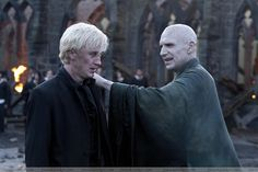 of Lord Voldemort and Draco Malfoy in the last film .The embrace of Lord Voldemort and Draco Malfoy in the last film . Harry Potter Tumblr, Harry Potter Fandom, Harry Potter World, Harry Potter Draco Malfoy, Ginny Weasley, Hermione Granger, Lord Voldemort, Slytherin, Trivia
