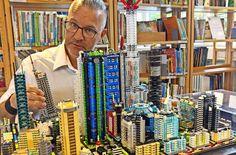 Andreas Reikowski vor einer seiner Lego-Stadtwelten Foto: Jürgen Brand