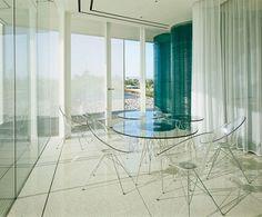 Transparent-furniture-in-mansion-in-Arizona-by-Eddie-Jones