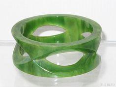 jade green swirl BAKELITE carved BRACELET