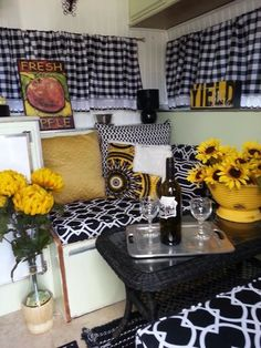 Dreaming About Your Next Camping Trip? Take These Ideas Along Too - Useful Camping Tips and Guide Vintage Motorhome, Vintage Camper Interior, Vintage Rv, Rv Interior, Vintage Travel, Camping Con Glamour, Retro Campers, Vintage Campers, Vintage Trailers