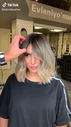 Balayage Hair Blonde, Brown Blonde Hair, Balayage Lob, Short Balayage, Medium Hair Styles, Short Hair Styles, Colored Hair Tips, Latest Hair Color, Lob Haircut