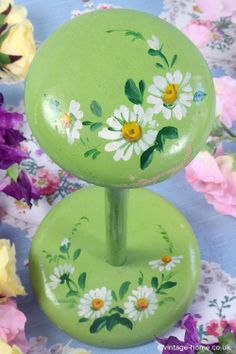 Vintage Home - Pretty Handpainted Daisies on a Wooden Hatstand: www.vintage-home.co.uk