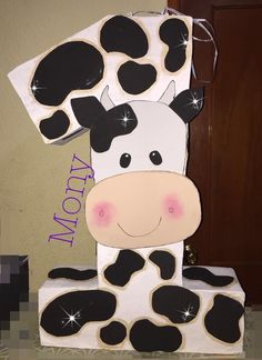 Cow Birthday Parties, Birthday Pinata, First Birthday Themes, Baby Girl First Birthday, Pig Birthday, Fall Birthday, Farm Animal Birthday, Cowgirl Birthday, Farm Party