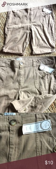 Woman Charter Club 18W Regular shorts classic fit Woman Charter Club 18W khaki shorts classic fit. New Charter Club Shorts Bermudas
