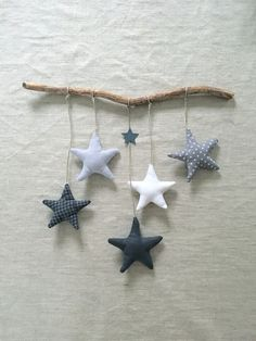 Order a star garland in blue tones for a birthday gift. Commande d& guirlande étoiles dans les tons bleus pour un cadeau naissan… Order a star garland in blue tones for a birth gift: and a variant in shades of gray to hang on … Christmas Fabric Crafts, Christmas Sewing, Felt Christmas, Christmas Decorations, Christmas Ornaments, Baby Crafts, Felt Crafts, Diy And Crafts, Crafts For Kids