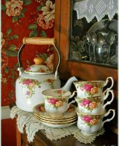 "katysflowersandantiques:""Vintage Royal Albert Old Country Roses"" Royal Albert, Vintage China, Vintage Tea, Tea Cup Saucer, Tea Cups, China Tea Sets, Teapots And Cups, Rose Tea, Cute Home Decor"