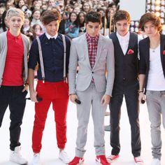 One Direction - Boy Band Fashion Trend Setters - Men Style Fashion One Direction Videos, Boy Bands, Mens Fashion, Fashion Trends, Nice Dresses, Suit Jacket, Fashion Looks, Style Fashion, Celebs