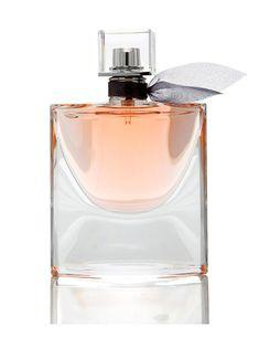 La Vie Est Belle', de Lancôme. Este iris goloso, compuesto solamente por 63 ingredientes, se inspira en las mujeres libres y seguras de sí mismas. A base de iris, pachulí y notas golosas de vainila, haba tonka y praliné. Para amantes de los perfumes más icónicos de la firma.