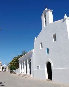 Church in Jesús Ibiza, I Want To Travel, Luxury Villa, Modern Rustic, Vacation Spots, Interior And Exterior, Beautiful Places, Island, Mansions
