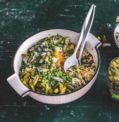 Dieser leckere Nudelsalat eigenen sich hervorragend für die nächste Silvesterparty! Verfeinert mit