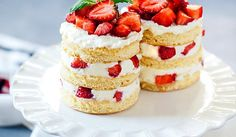 This mini angel food cake is layered with fresh whipped cream, juicy strawberries and ripe blueberries - the perfect light, airy summer dessert! Easter Recipes, Holiday Recipes, Berry Cake, Maila, Angel Food Cake, Happy Foods, Summer Desserts, Food Festival, Vanilla Cake