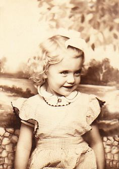 Antique photo: My beautiful sister, 1942