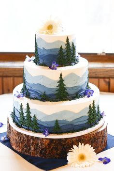 So beautiful! Woodland themed wedding cake with the blue skies and the green trees #wedding #weddingcake #woodland #cake #forest