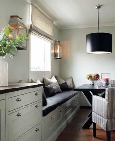 cozy nook in the kitchen. New England Interior New England Homes, New England Style, New Homes, Kitchen Banquette, Banquette Seating, Nautical Interior, Interior Styling, Interior Design, Built In Seating