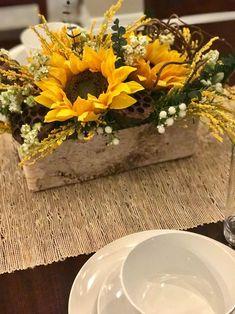 Rustic Sunflower Centerpieces, Sunflower Floral Arrangements, Sunflower Wedding Decorations, Sunflower Party, Fall Arrangements, Country Flower Arrangements, Deco Floral, Arte Floral, Lotus Pods
