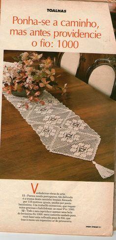 Caminho de Mesa em crochê filet com gráfico