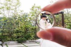 前撮りpic16 . 結婚指輪も撮影アイテムに♡ . 指輪はアテンドさんに持っていただきました◡̈♥︎ . アテンドさんの指にもご参加いただきました。笑 . . . #プレ花嫁 #日本中のプレ花嫁さんと繋がりたい #marry花嫁 #DIY花嫁 #節約花嫁 #前撮り #ロケーション前撮り #ウエディング前撮り #ブライダル前撮り #横浜迎賓館 #横浜花嫁 #結婚指輪 #マリッジリング #秋婚 #2016秋婚 #0918秋婚 #ブライダル #一緒ならきっと #marry本撮影アイテム #ZQN #marry本指示書用写真