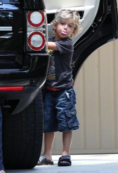 Kingston Rossdale Photo - Gwen Stefani Takes Her Sons To Her Brothers For A Pool Party