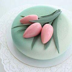 Moussekakku moderni koriste / Moussecake with modern decor Pretty Cakes, Beautiful Cakes, Amazing Cakes, Tulip Cake, Mirror Glaze Cake, Cake Trends, Cake Tasting, Mousse Cake, Elegant Cakes