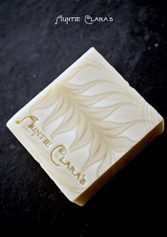 Ghost Swirl Soap by Auntie Clara's. This swirl was achieved by manipulating water content and heat. Such an amazing post! Handmade Soap Recipes, Handmade Soaps, Savon Soap, Soap Tutorial, Bath Soap, Soap Packaging, Milk Soap, Hygiene, Cold Process Soap