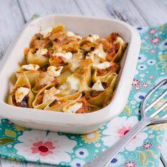 Egy finom Ratatouille-jal töltött óriás kagylótészta csőben sütve ebédre vagy vacsorára? Ratatouille-jal töltött óriás kagylótészta csőben sütve Receptek a Mindmegette.hu Recept gyűjteményében! Ratatouille, Cabbage, Vegetables, Food, Essen, Cabbages, Vegetable Recipes, Meals, Yemek