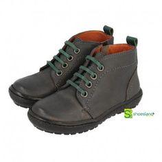 PROMOCIÓN NAVIDAD 20% Botas para niño en piel color gris con cierre de cremallera y cordones destacando en verde de Gioseppo #shoes #botas #kidsfashion #british #boots #calzadoinfantil #shopping #ofertas #christmas #gifts