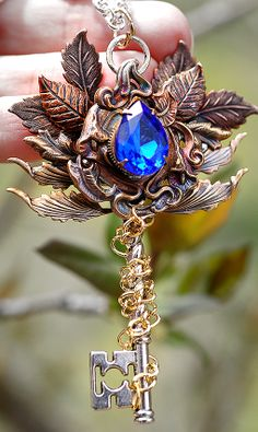 Beautiful blue jewel with rusty gold leaves Key Jewelry, Fairy Jewelry, Fantasy Jewelry, Cute Jewelry, Jewelery, Jewelry Accessories, Jewelry Design, Magical Jewelry, Key Necklace
