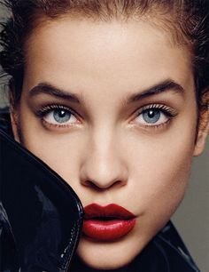 Red stained lips and lengthened lashes. // Bombshell Beauty Look From Madame Figaro France