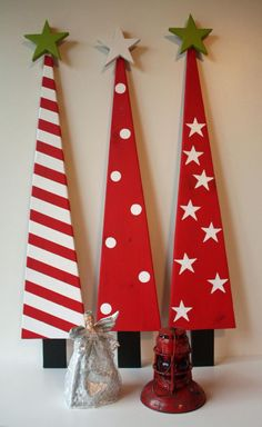 Assembled Hand-painted Decorative Christmas Trees - Type 3 - Home Decor for Christmas Holidays - Made from re-purposed barn board - Holiday crafts Wooden Christmas Crafts, Wood Christmas Tree, Christmas Projects, Christmas Art, Holiday Crafts, Christmas Holidays, Holiday Fun, Christmas Tables, Modern Christmas