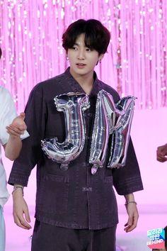 Who is the first Jimin stan? Bts Jungkook, Bts Selca, Maknae Of Bts, Kim Namjoon, Kim Taehyung, Seokjin, Hoseok, Twitter Jungkook, Jung Kook